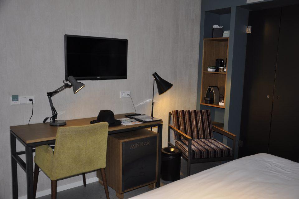 HotelDeHallen,SunnyInEveryCountry,Netherlands,Amsterdam,Travel,Travels,TravelTips,Explore,Adventure,RedLightDistrict,DamSquare,Canal,Tourist,Hotel