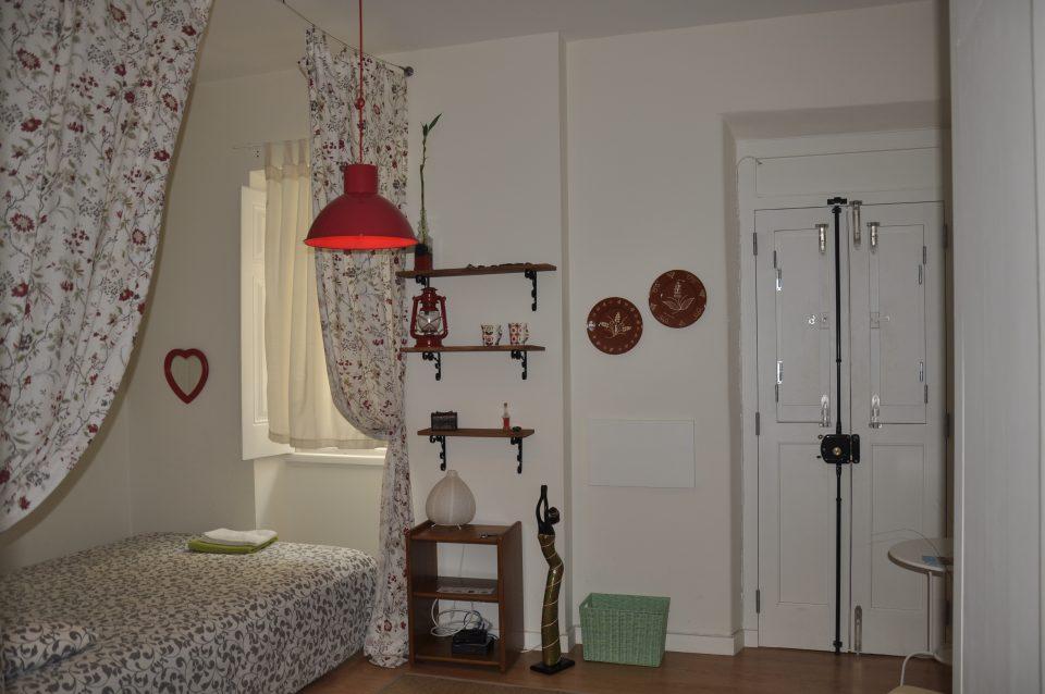 Airbnb,Tram28,SunnyInEveryCountry,Portugal,Lisbon,Lisboa,Europe,Travel,TravelTips,TravelGuide